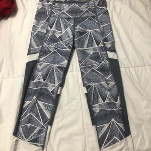 Pants - cropped work out leggings